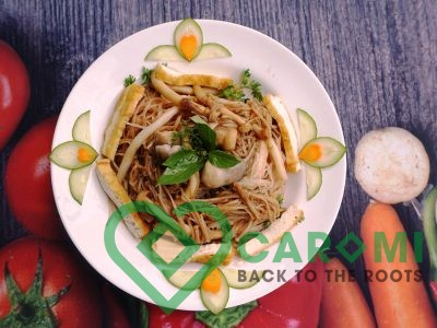 Cassava noodle mixes with mushroom