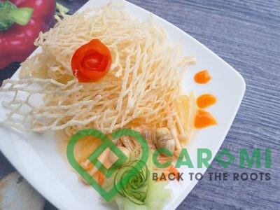 Fried cassava noodles mixing shrimps and mushrooms